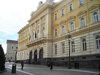 350px-Benevento-Palazzo_del_Governo[1]