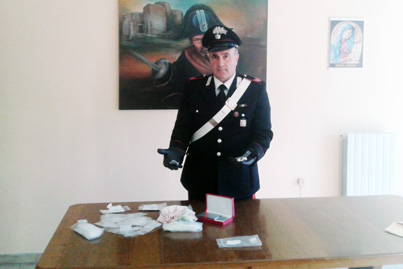A spasso con la droga in tasca, arrestato dai carabinieri di Montesarchio