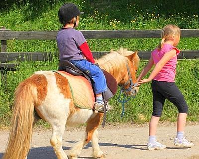 Bimbi e cavalli, appuntamento gratuito a Calvi per il 'battesimo della sella'