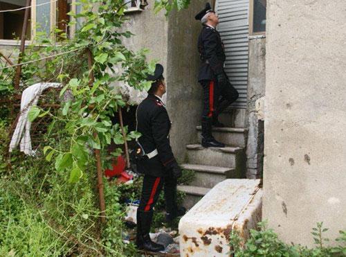 I carabinieri scoprono un altro dormitorio abusivo e fatiscente, allontanati sei rumeni
