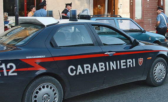 Minaccia l'anziana madre per farsi dare i soldi, fermato dai carabinieri al rione Libertà