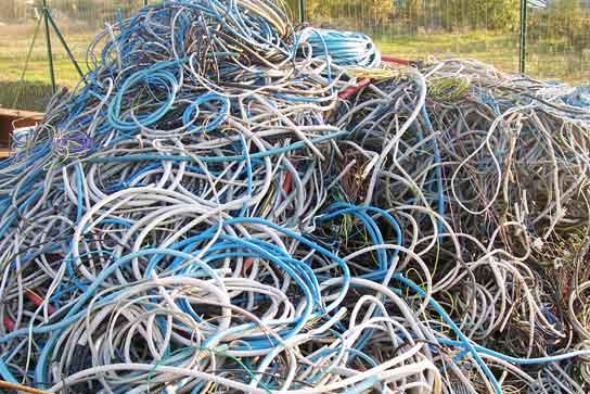 Rubati 300 metri di cavi elettrici nel deposito di un'azienda in contrada Olivola