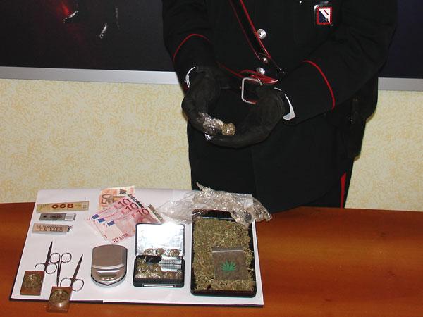 Laboratorio per la marijuana sotto il letto, arrestato giovane a San Giorgio del Sannio