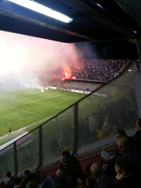 Fumogeni al Vigorito, 'Daspo' per tre tifosi e multa di 2.500 euro al Benevento Calcio