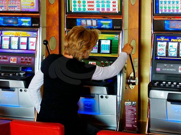 Slot e scommesse, il 31% è irregolare. Controlli della Finanza in tutta Italia