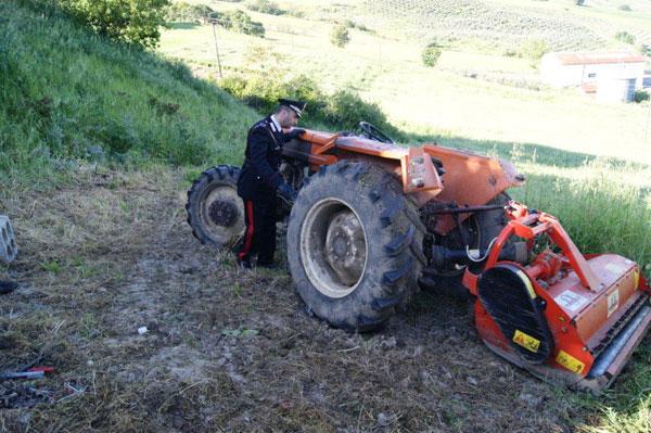 Si ribalta con il trattore, muore un pensionato di Paduli