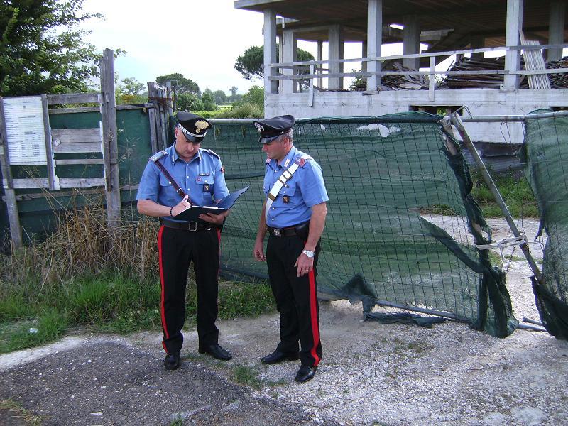 Rumeno ruba ponteggi da un cantiere, scoperto dai carabinieri viene arrestato
