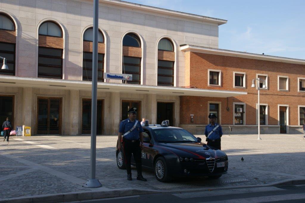 Blitz antiprostituzione al rione Ferrovia, fermate cinque extracomunitarie