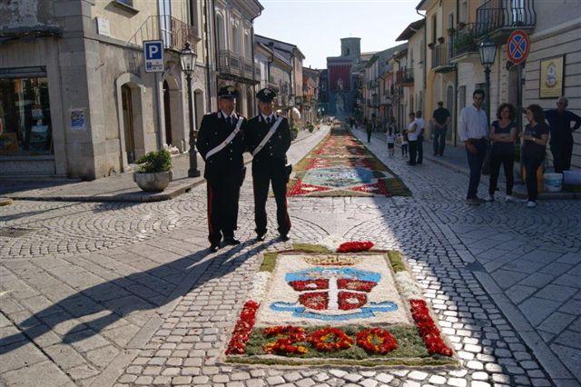 Infiorata di San Marco dei Cavoti, realizzato lo stemma celebrativo del bicentenario dei Carabinieri