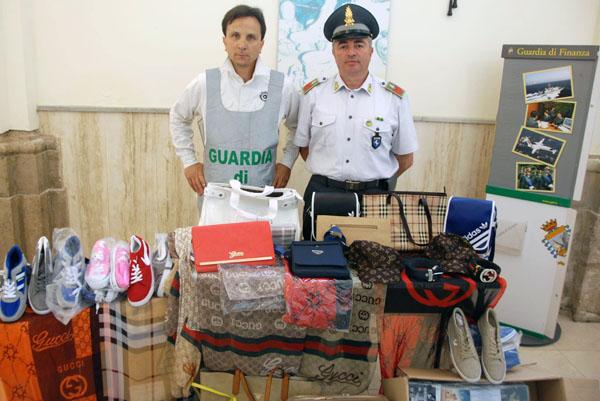 Marchi contraffatti, sequestrata alla fiera del Sacro Cuore merce per oltre 15.000 euro