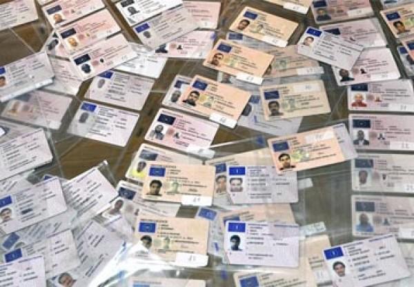Patenti false a 1.500 euro l'una, arrestato il titolare di una scuola guida