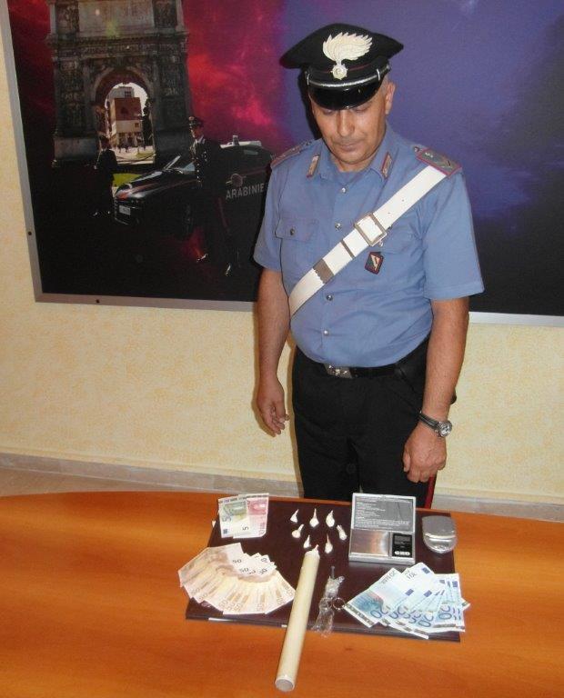 Spacciava droga nei pressi della piscina comunale di Benevento, perquisito ed arrestato