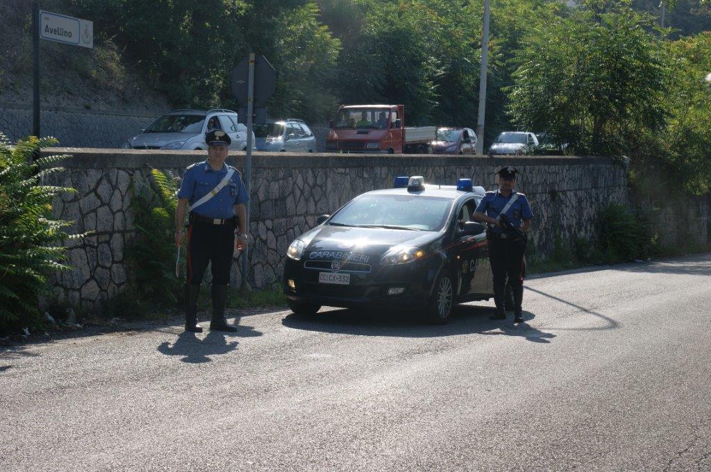 I Carabinieri scoprono casa d'appuntamento tenuta da due colombiane