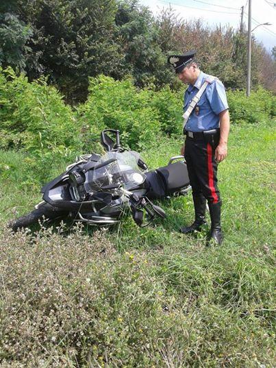 Incidente fra auto e moto ad Amorosi, automobilista scappa senza prestare soccorso