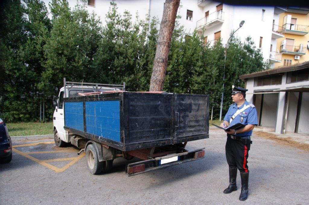 Benevento, fermati due uomini che trasportavano illegalmente materiale ferroso
