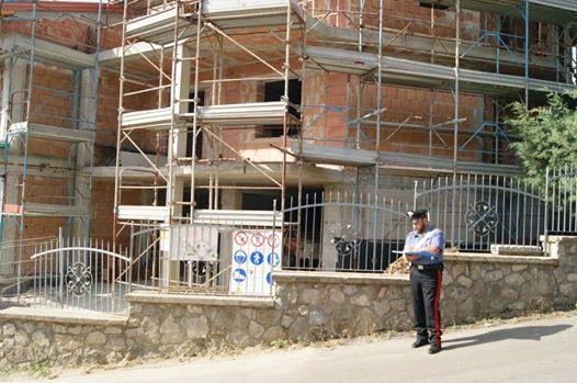 Controlli dei Carabinieri in un cantiere a San Lorenzo Maggiore. Denunciato e multato imprenditore