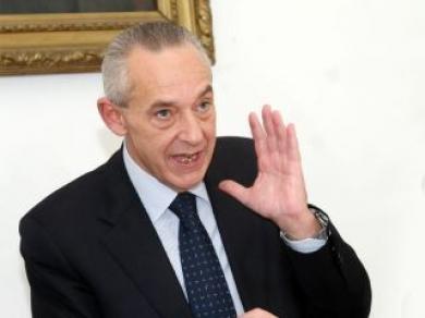 Del Basso De Caro, in conferenza, chiarisce termini e meriti dei finanziamenti previsti con lo 'Sblocca Sannio'