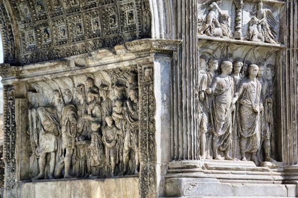 La Biblioteca Provinciale di Benevento celebra con una mostra i quasi due secoli di storia dell'Arco di Traiano