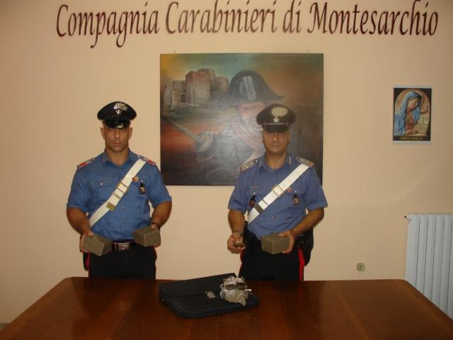 Non si ferma all'alt dei Carabinieri, ne nasce un inseguimento conclusosi con l'arresto del giovane che trasportava 4 kg di hashish
