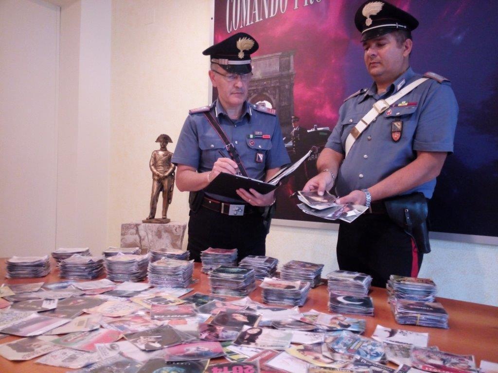 Denunciato senegalese che nascondeva dvd contraffatti in scatole di scarpe