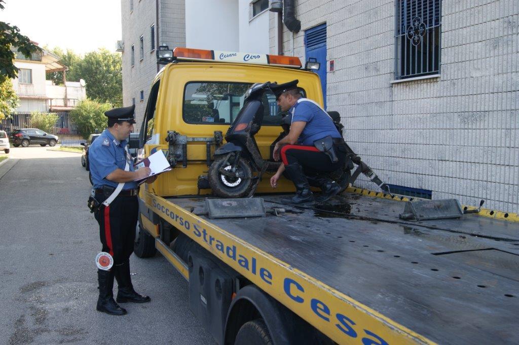 Arrestati due giovani mentre tentavano furto in rivendita di auto e moto