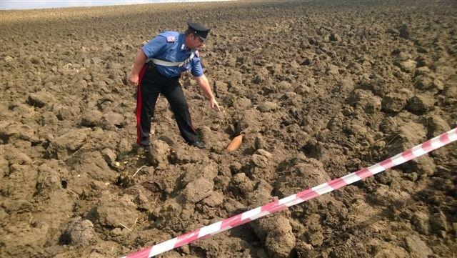 Durante i lavori di aratura un agricoltore trova un ordigno bellico della seconda guerra mondiale