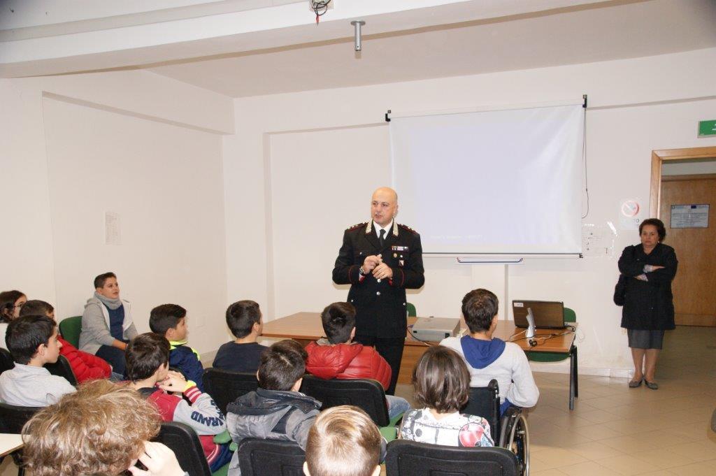 I Carabinieri hanno incontrato gli allievi della Scuola Media di Pietrelcina per discutere del giorno dell'Unità Nazionale