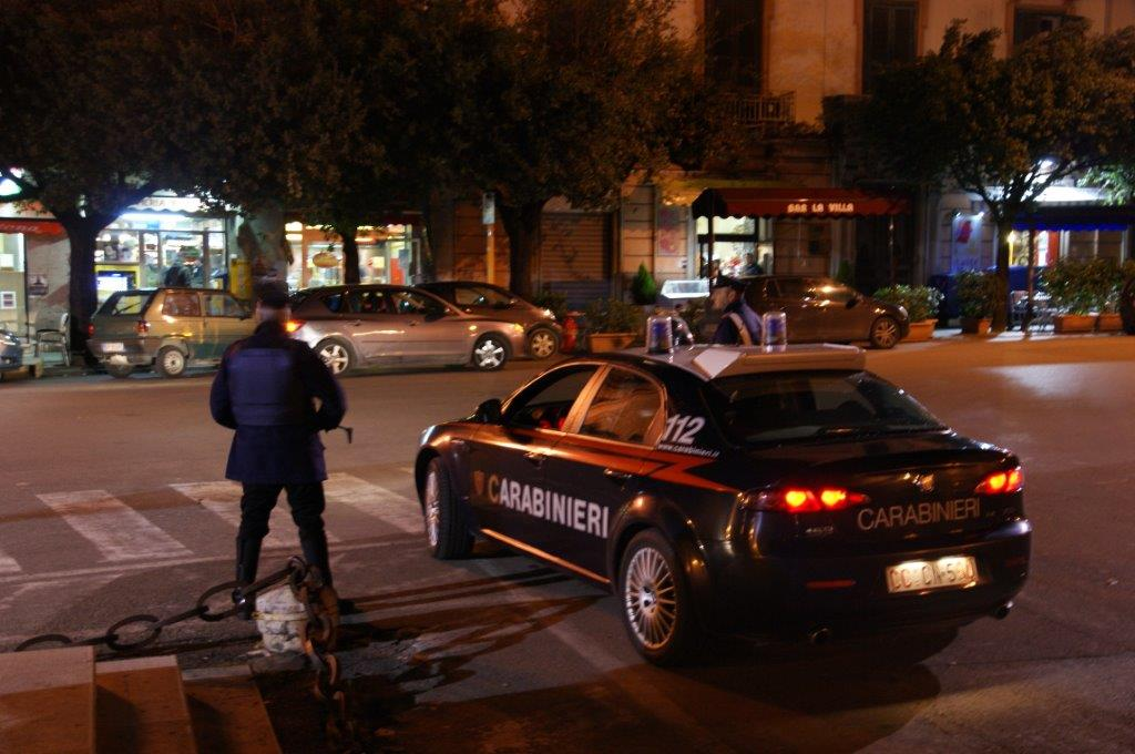 I Carabinieri fermano tre prostitute romene mentre si picchiano per motivi legati alla loro attività