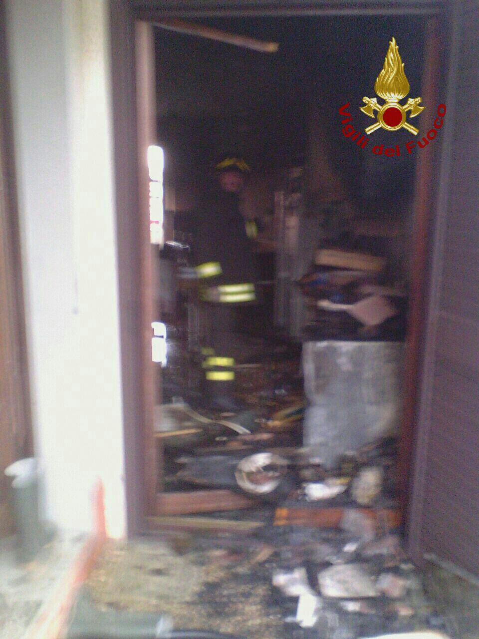 I pompieri ieri sono intervenuti in contrada Iannassi per incendio in un'abitazione