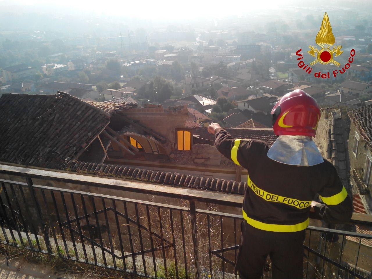 Montesarchio, intervento dei Vigili del Fuoco per un crollo nella chiesa di San Michele Arcargelo