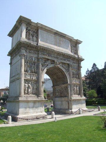 L'Unifortunato, giornata di eventi per festeggiare l'anniversario dell'Arco di Traiano