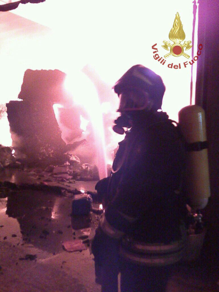 Intervento dei Vigili del Fuoco a San Lorenzello per incendio di un capannone
