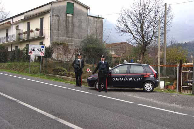 Ad Arpaia due pregiudicati non si fermano all'alt dei Carabinieri. Arrestati