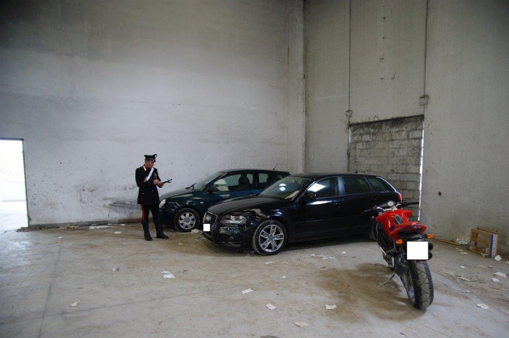 Ritrovate dai Carabinieri auto, computer e motocicletta rubate in una concessionaria