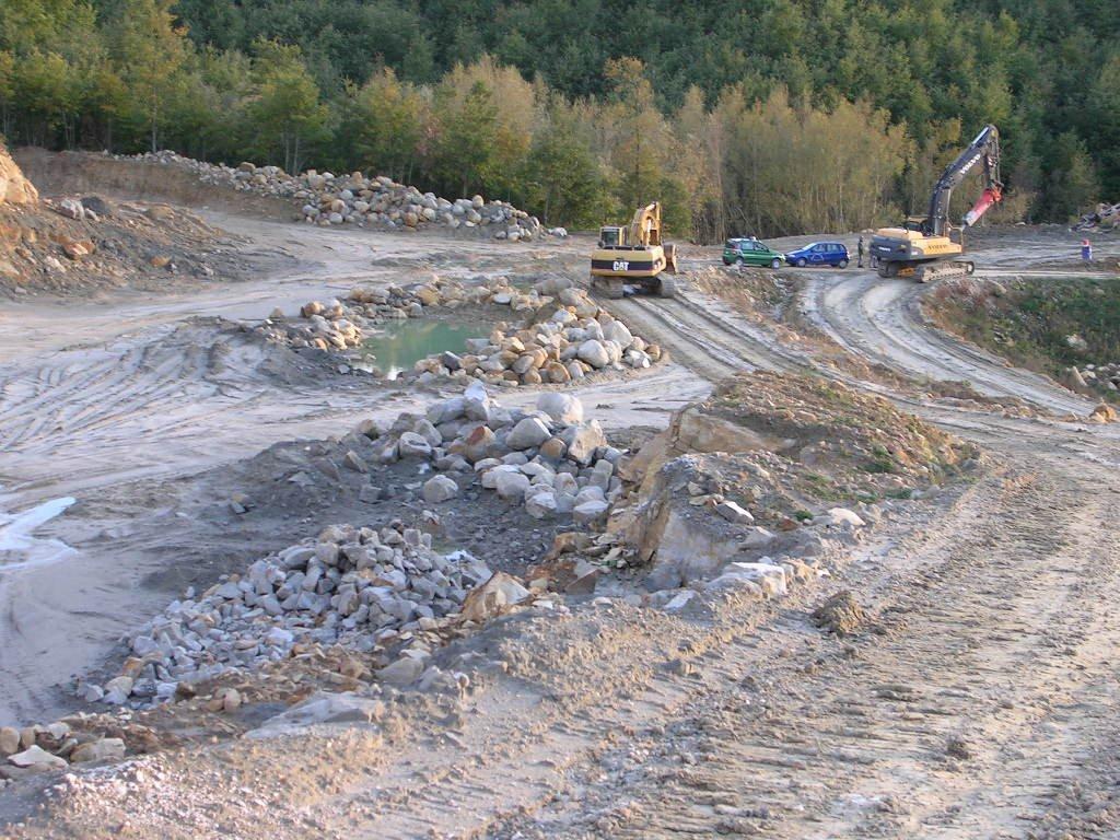 Guardia di Finanza e Corpo Forestale hanno eseguito due ordinanze di custodia cautelare per traffico illecito di rifiuti