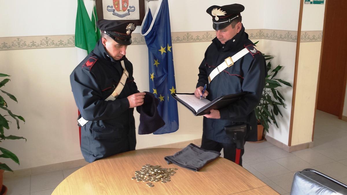 Arrestati cinque giovani che, dopo un furto in un autolavaggio, non si fermano all'alt dei Carabinieri