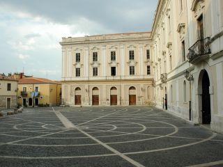 Il curioso masso di Palazzo de Simone a Benevento