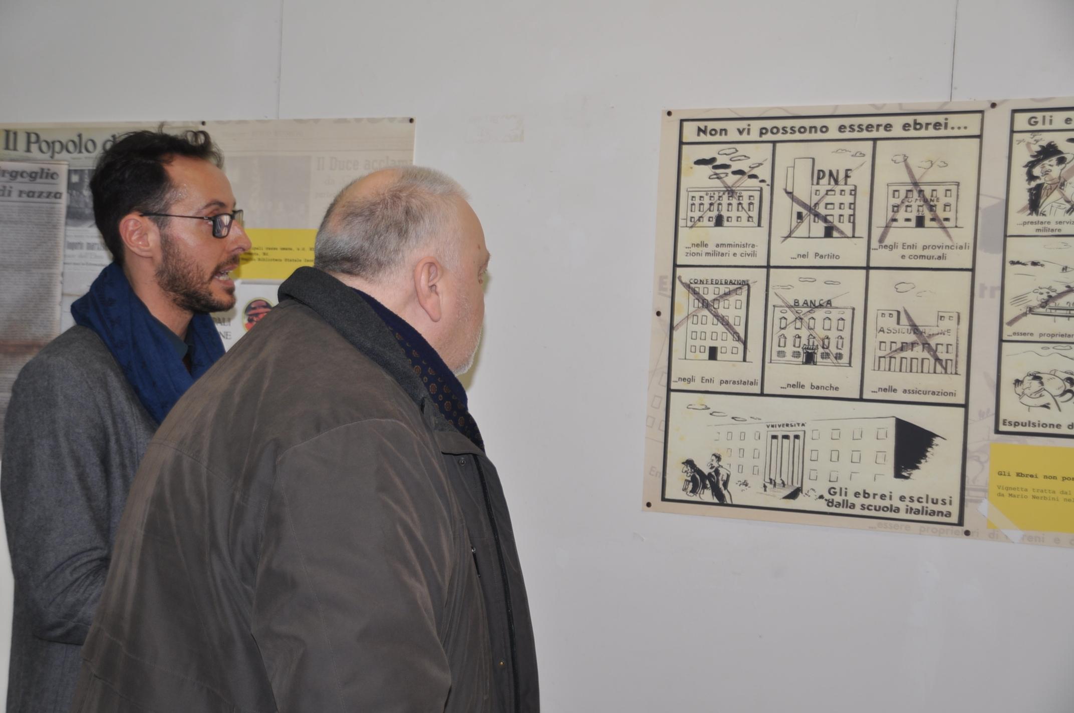 Il Presidente Ricci in visita alla mostra 'I giornali della memoria' per ricordare la shoà