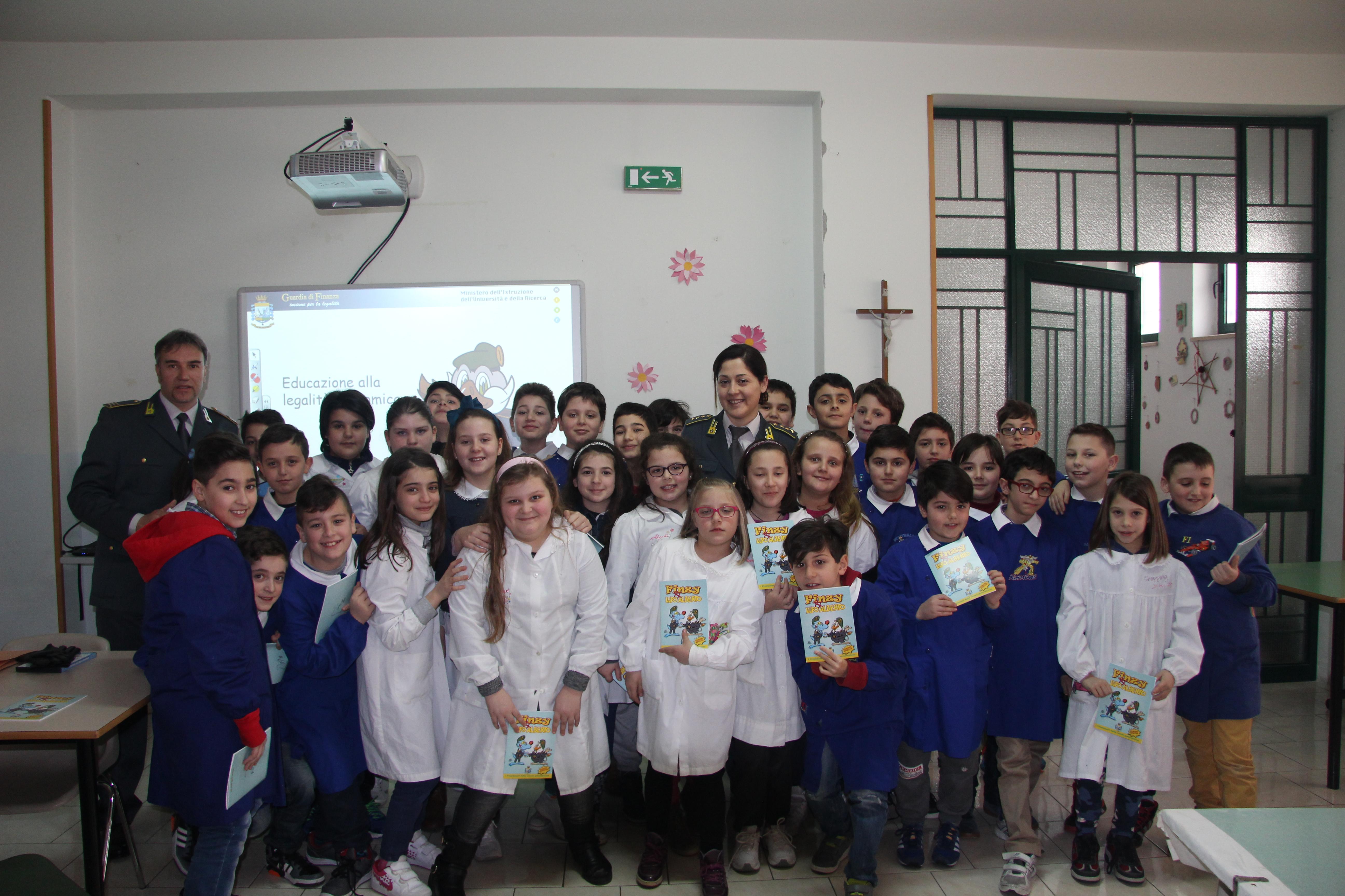 Lezioni di legalità tenute dalla Guardia di Finanza agli alunni delle scuole primarie di San Martino Sannita