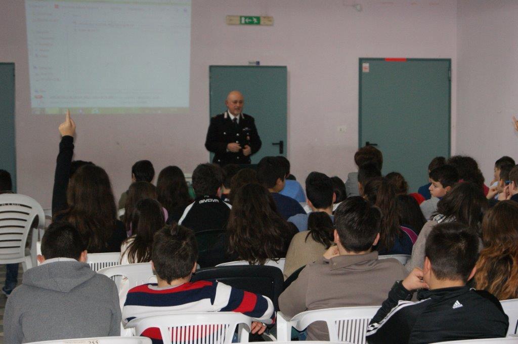 'Cultura della Legalità', incontro dei Carabinieri con gli alunni della scuola media di Pesco Sannita