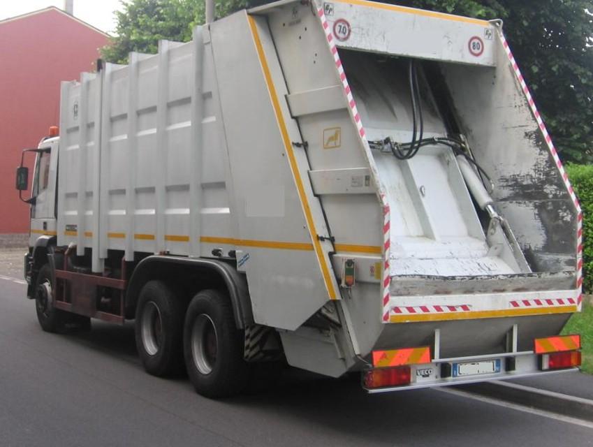 Assegnati automezzi ed attrezzature ai Comuni che hanno partecipato al progetto per implementare la raccolta differenziata