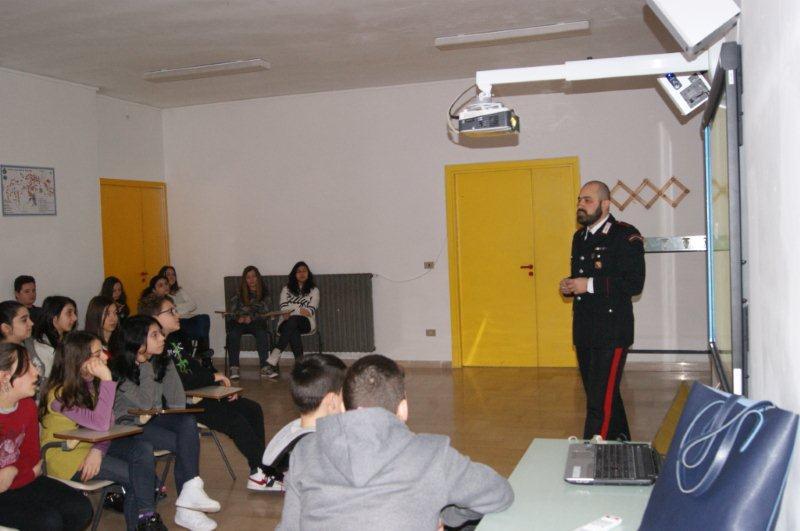'Cultura della legalità', conferenza dei Carabinieri nella scuola media di Campoli