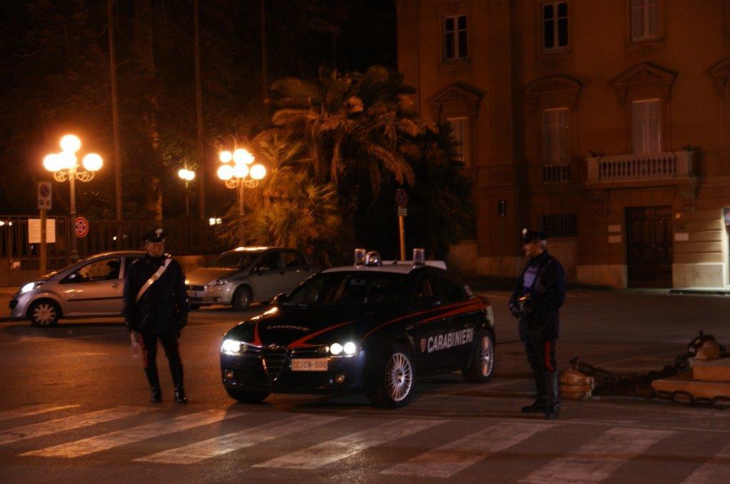 Nel corso di controlli i Carabinieri denunciano due persene e ne segnalano una terza in possesso di droga