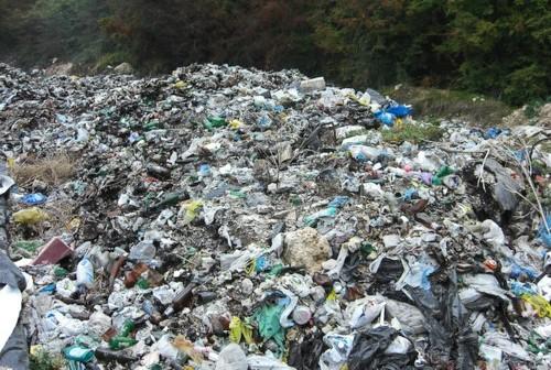 Sequestrata discarica abusiva in cui sono stati rinvenuti rifiuti speciali non pericolosi