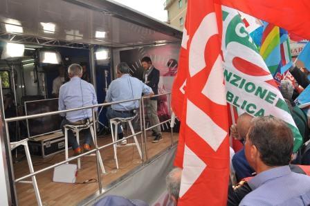 Benevento, i lavoratori delle Province campane protestano alla partenza del Giro