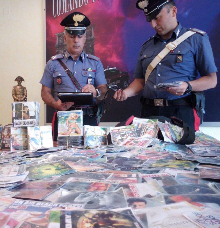 Denunciato un senegalese per vendita abusiva di Dvd contraffatti