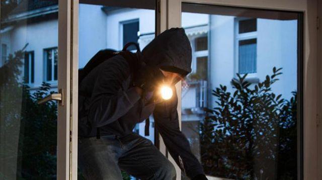 Pannarano, furto in abitazione. Il padrone rinchiuso in camera per evitare che dia l'allarme