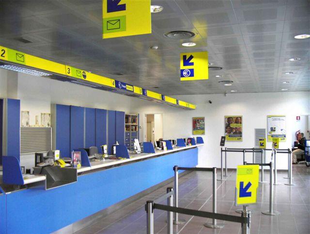 Montesarchio, uomo camuffato con divisa delle Poste sottrae 362mila euro dalla cassa esterna dell'ufficio postale