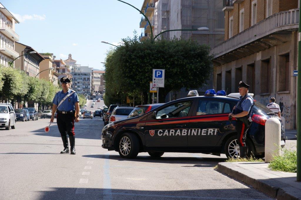 I Carabinieri scoprono che gli autori dello scippo ai danni di un'anziana sono autori di altri due episodi criminosi