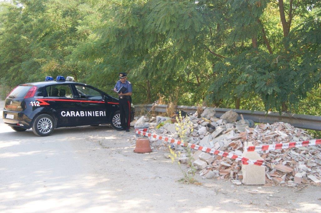 Denunciate dai Carabinieri 19 persone e sequestrate due aree adibite a minidiscarica